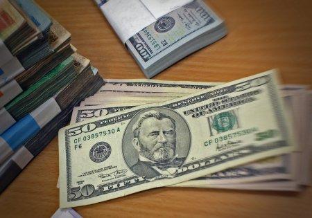 Курс доллара к тенге продолжит свой рост - эксперт