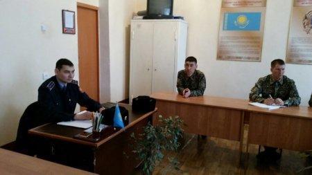 Сотрудники административной полиции Актау разъяснили новые ПДД военнослужащим