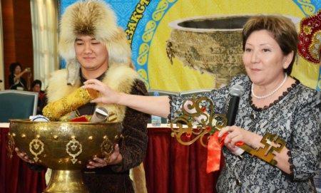 Символ эстафеты Ассамблеи народа Казахстана «Тайказан» из Актау передали Атырауской области