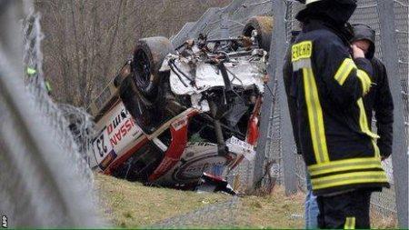 Гоночный автомобиль вылетел с трассы в Германии, погиб человек