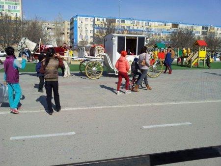 Гужевой транспорт на набережной Актау