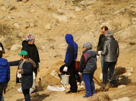 В урочище Саура собрали 150 мешков с мусором и высадили более 60 саженцев