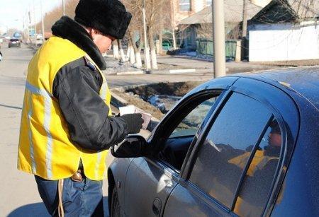 Жителя Астаны оштрафовали на 400 тыс. тенге за взятку дорожному полицейскому