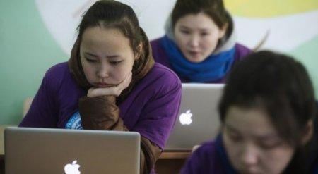 Половина детей в Казахстане сидят в чатах