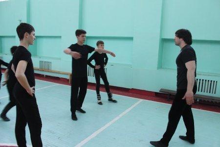 Заслуженный артист Республики Дагестан провел мастер-классы для ансамбля танца «Шадвал»