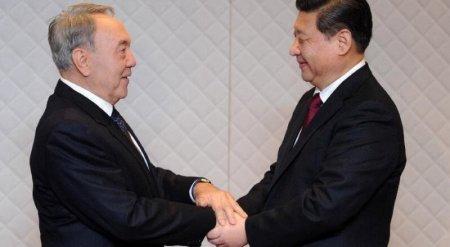 """Глава Китая приедет в Казахстан в """"знак поддержки"""" Назарбаеву"""