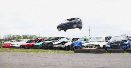 Соревнования по прыжкам с авто прошли в Великобритании