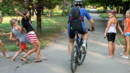 В Казахстане велосипедистам запрещено ездить по тротуарам