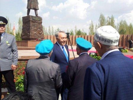Памятник Ивану Панфилову открыл в Астане Нурсултан Назарбаев