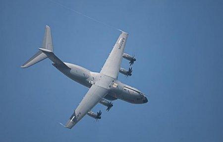 Военный самолет упал на завод Coca-Cola в Севилье