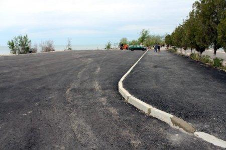 На набережной Актау закончилось строительство парковки