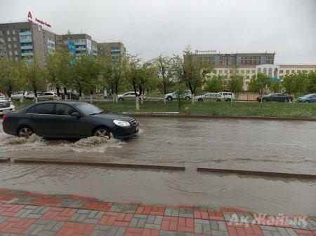 В Атырау началась эвакуация жителей из-за потопа