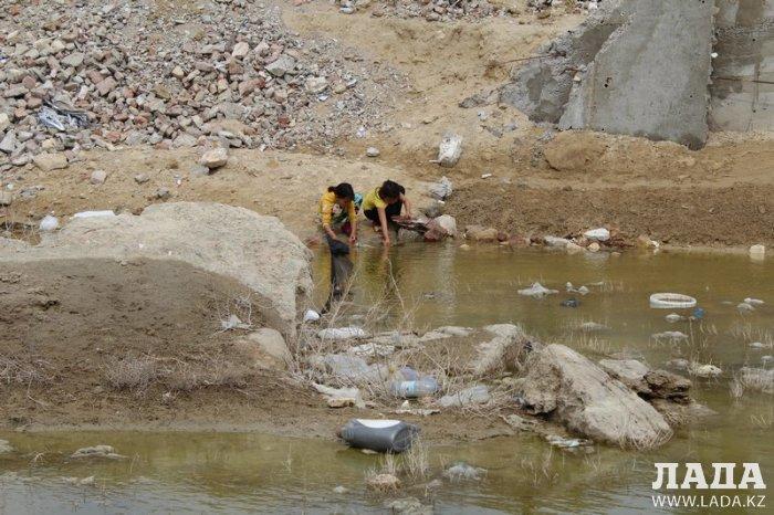 Жители поселка Атамекен недовольны выбранным для строительства школы местом