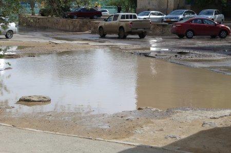 В 8 микрорайоне Актау прорвало трубопровод