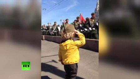LifeNews встретился с семьей «маленького генерала» — героя соцсетей