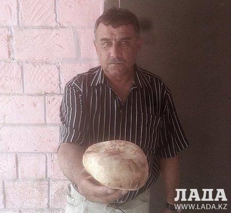 Житель Мангистау похвастался большим шампиньоном