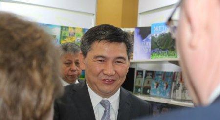 Казахстанские учебники печатают в Китае - Саринжипов