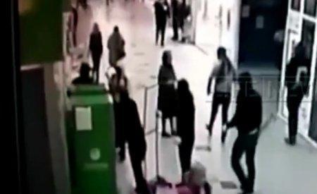 Банда «ниндзя» вынесла банкомат из ТЦ в Москве на глазах у охраны