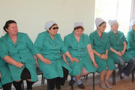 Актауское учебно-производственное предприятие «Казахское общество слепых» получило в подарок девять швейных машин