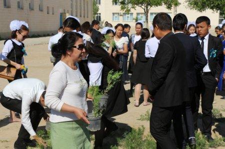 В Кызылтобе спустя 30 лет выпускники сделали подарок родной школе