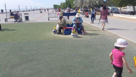 Детская площадка превращается в базар?