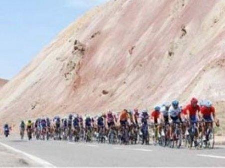 Казахстанец Александр Шушемоин выиграл первый этап Тура Ирана