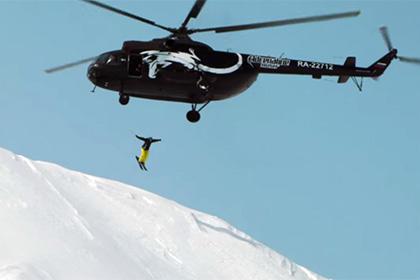 Российский горнолыжник первым в мире спрыгнул в действующий вулкан