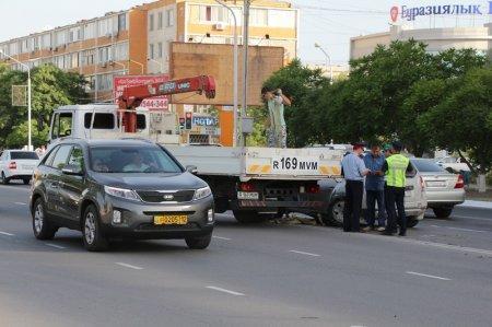 В Актау произошла авария с участием трех автомобилей
