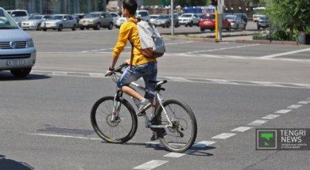 Велосипедисты РК просят разрешить движение по выделенной полосе для автобусов