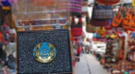 Запретить продавать госсимволы на базарах хотят в РК
