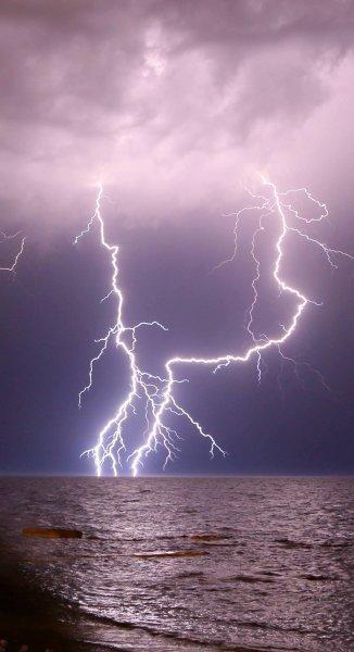 Молнии над Актау. Фотопост