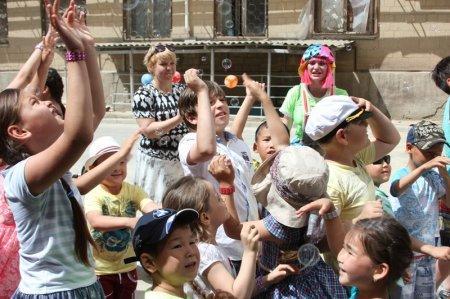 Актауские полицейские устроили для детей спортивно-развлекательный праздник