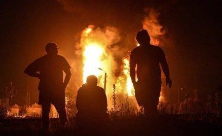 Пожар на нефтебазе в Киевской области охватил 17 резервуаров