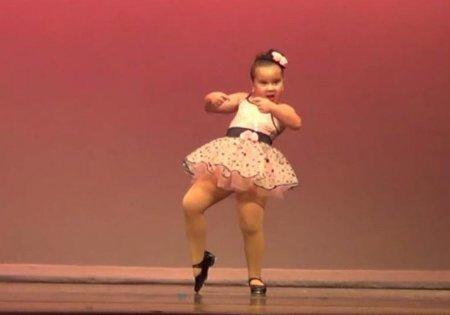 Танец 6-летней девочки поразил пользователей Сети