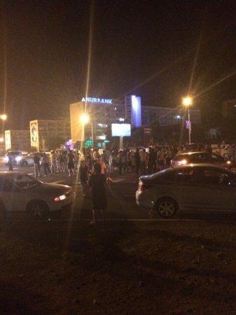 В результате ДТП на кольцевой дороге в Актау перевернулся автомобиль Hyundai Accent
