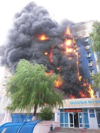 Пожар в Таразе: горит здание аппарата акима