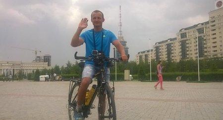 Сербский велотурист приехал поздравить Назарбаева с днем рождения