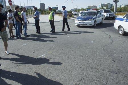 В Актау автомобиль дорожно-патрульной службы столкнулся с мотоциклом
