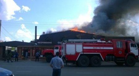 Пожар в Актобе: Горит крупный ресторан