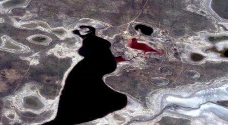 """Пользователь нашел в Атырауской области """"кровавое озеро"""""""