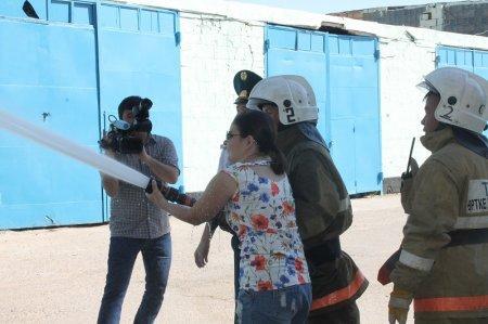 Актауские журналисты на два часа стали пожарными