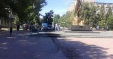 Появилось видео наезда уральского депутата на памятник Маншук Маметовой