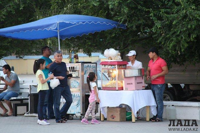 Фотоистория: Набережная Актау - базар и прокат