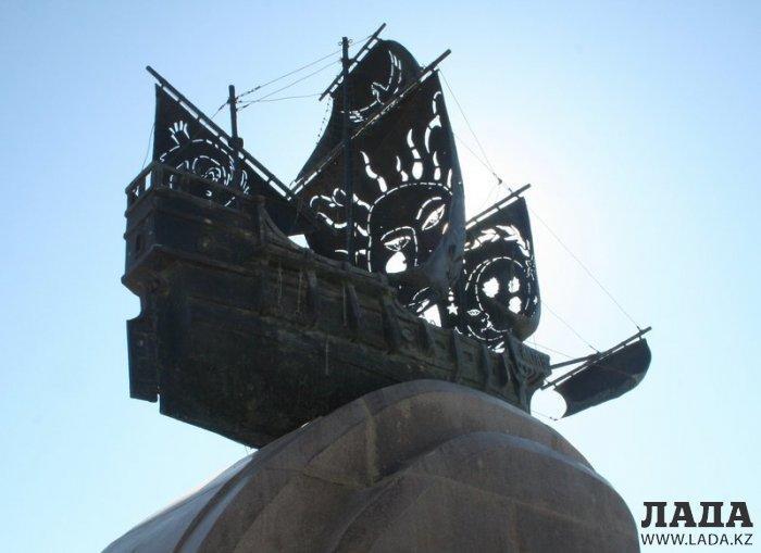 Эдуард Казарян: В Актау надругались над символом города
