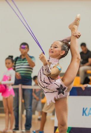 В Актау юные гимнастки боролись за призовые места в детском турнире «Русалочка»