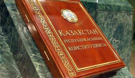 Юрист: Перевод гимна Казахстана на русский язык – это нарушение закона
