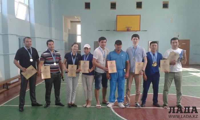 В Актау прошел турнир по дартсу и асық ату среди госслужащих