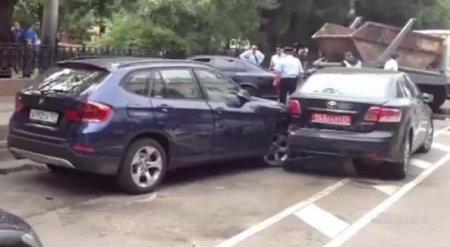 Пьяный водитель протаранил три авто посольства Казахстана