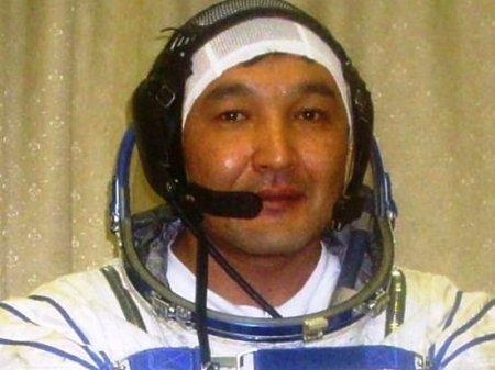 Космонавту Аимбетову изменили полетную должность