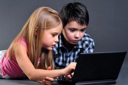 Казахстанцы не знают, чем занимаются их дети в социальных сетях